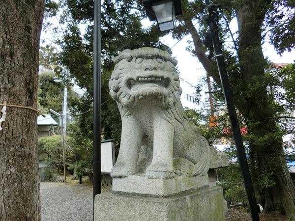 湯前神社の右の狛犬