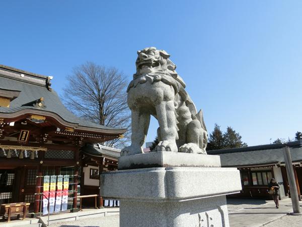 立川諏訪神社の右の狛犬