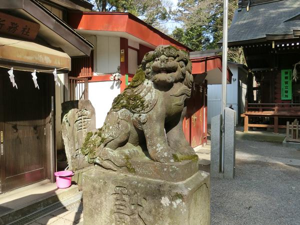 穴澤天神社の左の狛犬