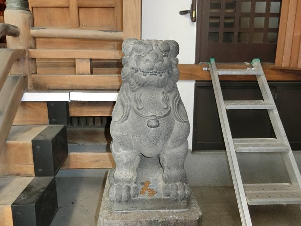 小網神社の右の狛犬