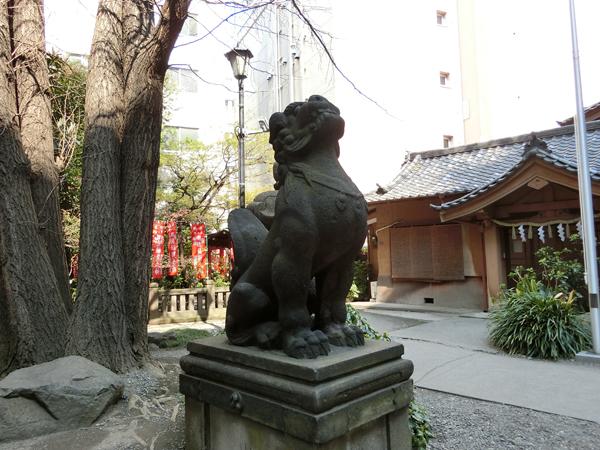 日枝神社日本橋摂社の左の狛犬