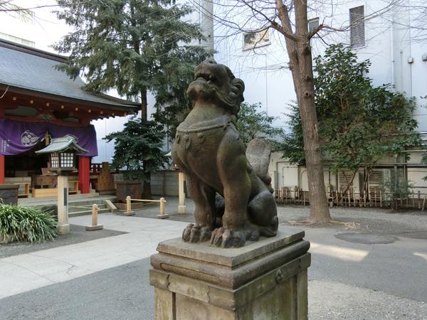 日枝神社日本橋摂社の右の狛犬