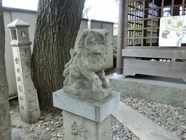 金刀比羅神社の左の狛犬