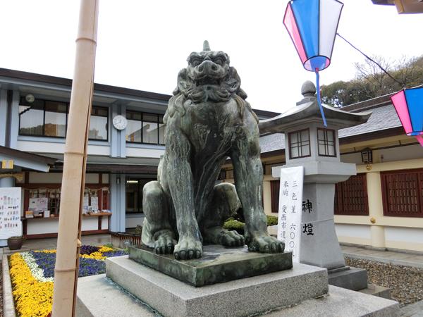 愛知縣護國神社の左の狛犬