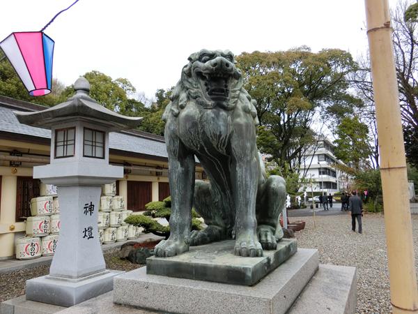 愛知縣護國神社の右の狛犬