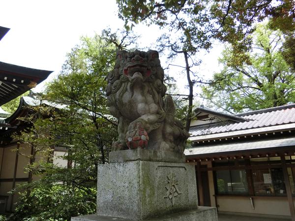 王子神社の右の狛犬