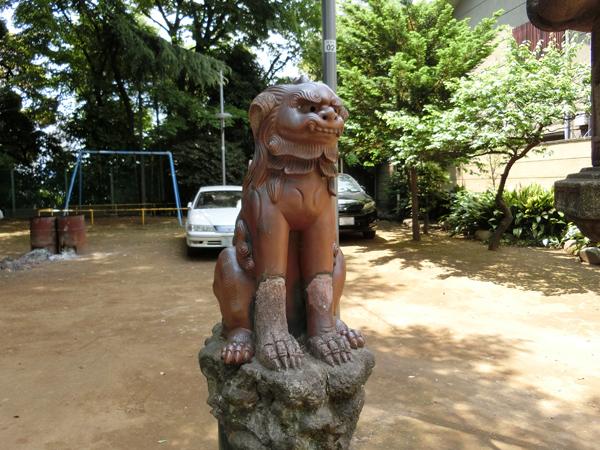 品川神社の左の狛犬