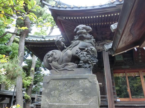 荏原神社の左の狛犬