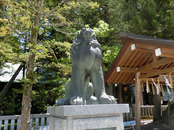 諏訪大社本宮の左の狛犬