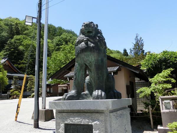 諏訪大社本宮の右の狛犬