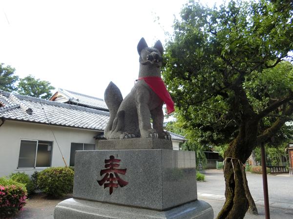 西窪稲荷神社の左の狐