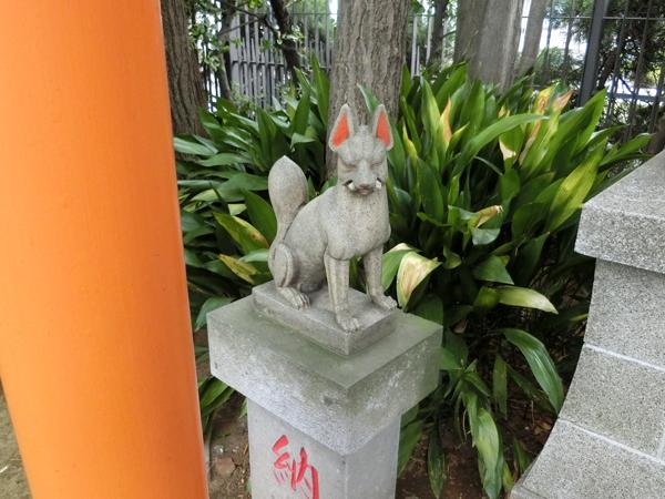 紀文稲荷神社の左の狐