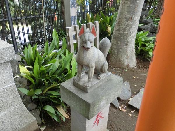 紀文稲荷神社の右の狐