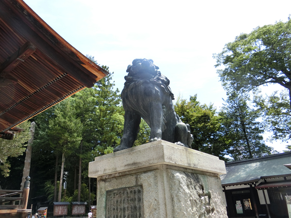 諏訪大社秋宮の右の狛犬