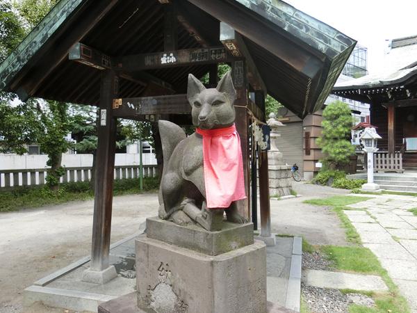 千束稲荷神社の左の狐