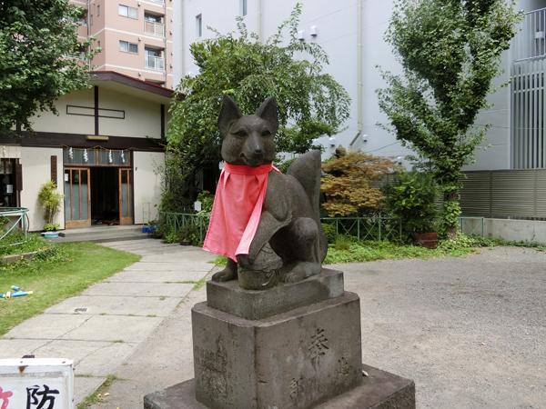 千束稲荷神社の右の狐