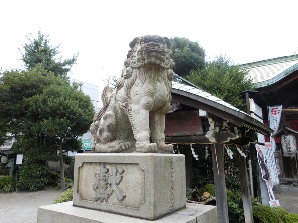 玉姫稲荷神社の左の狛犬