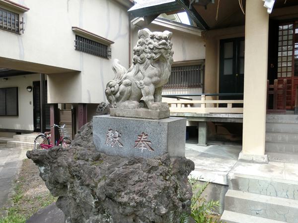 熱田神社の左の狛犬