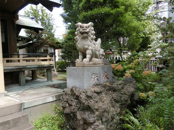 熱田神社の右の狛犬