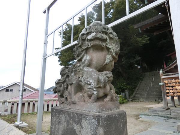 東叶神社の左の狛犬