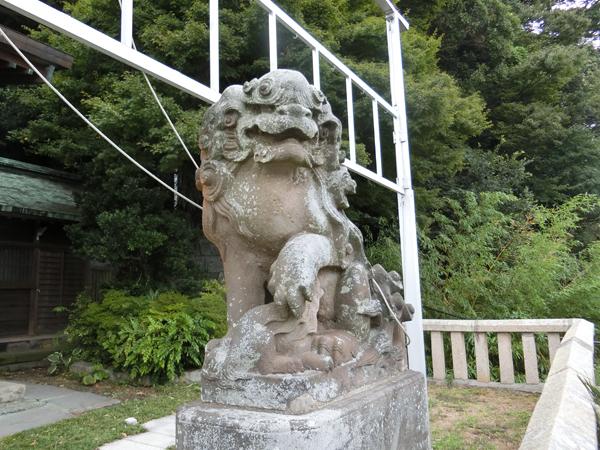 東叶神社の右の狛犬