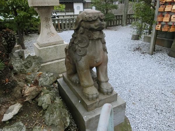 西叶神社の左の狛犬
