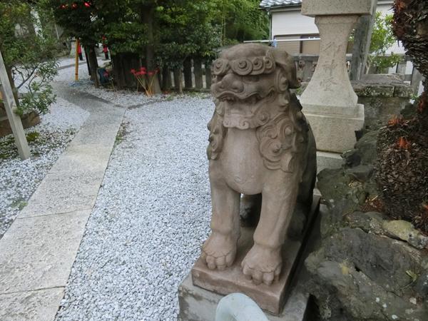 西叶神社の右の狛犬