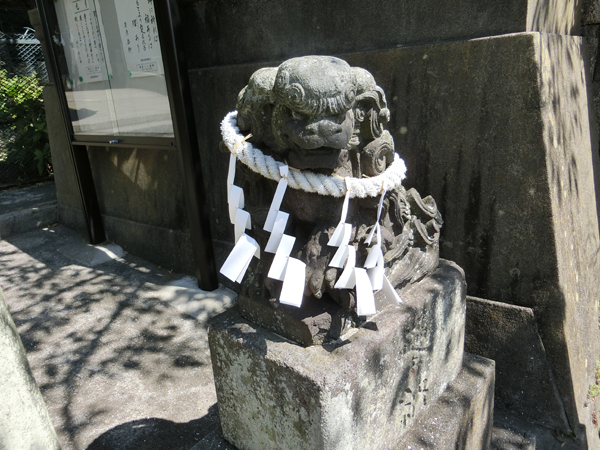 海南神社の右の狛犬