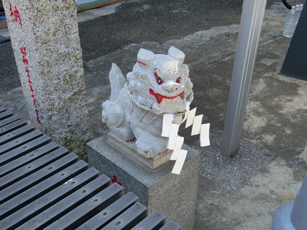 本宮神社の左の狛犬