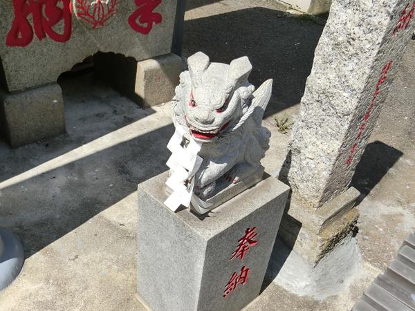 本宮神社の右の狛犬