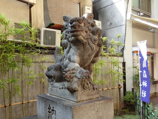 烏森神社の左の狛犬
