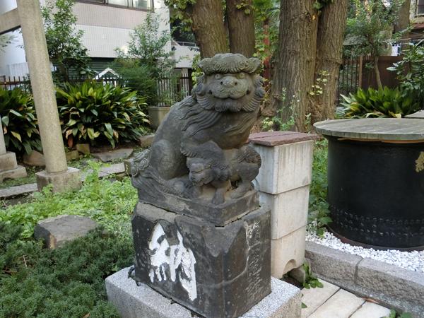 鹽竈神社の左の狛犬