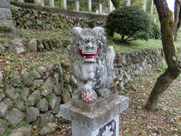 高尾氷川神社の右の狛犬