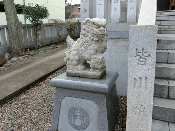 七倉稲荷神社の左の狛犬