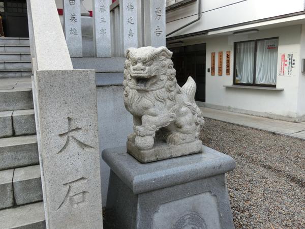 七倉稲荷神社の右の狛犬