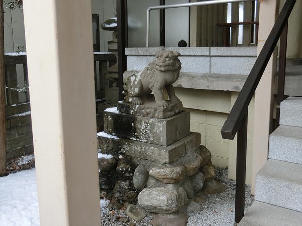 秩父今宮神社の左の狛犬
