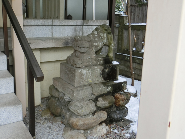 秩父今宮神社の右の狛犬