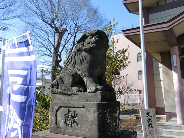 日野八坂神社の左の狛犬