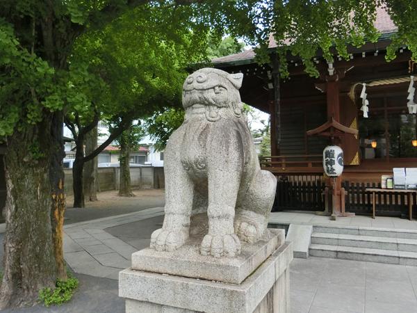 鎧神社の左の狛犬