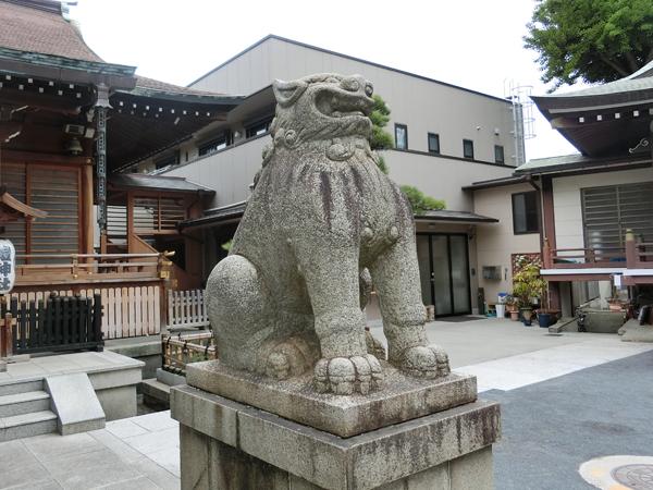 鎧神社の右の狛犬
