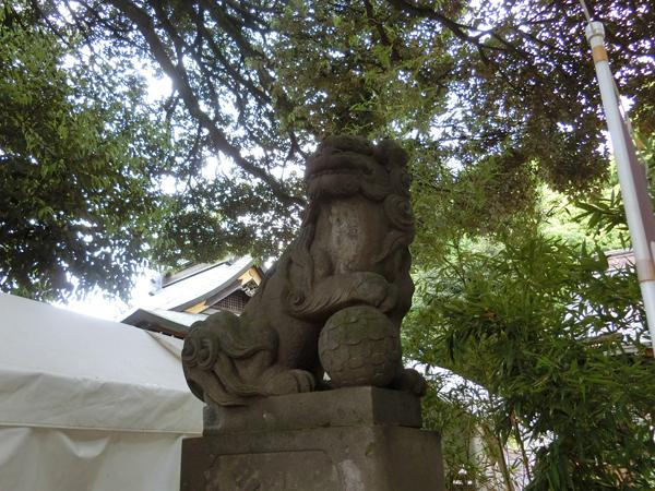 太子堂八幡神社の左の狛犬