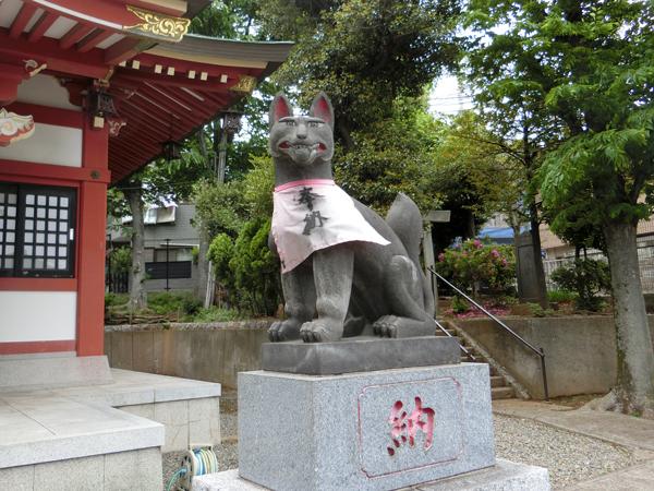 若林稲荷神社の右の狐