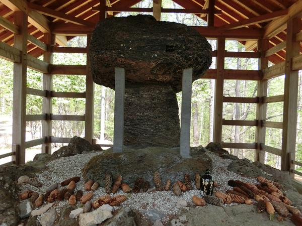 大瀧神社の黒曜石