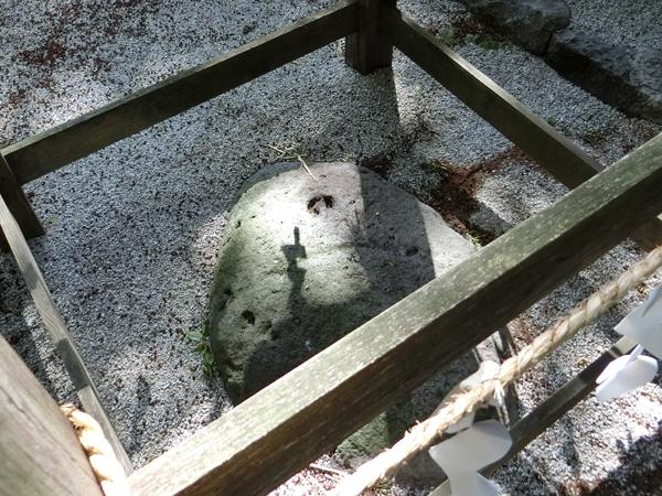 御座石神社の御座石