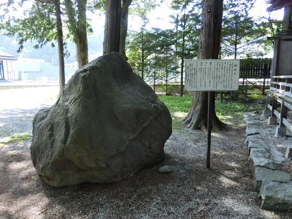 御座石神社の穂掛石