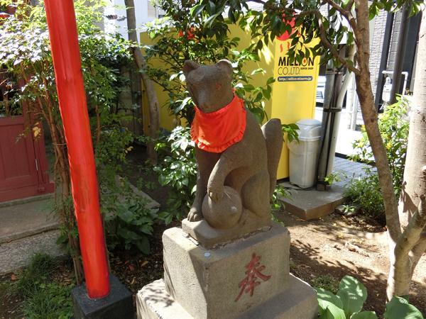 上布田稲荷神社の右の狐