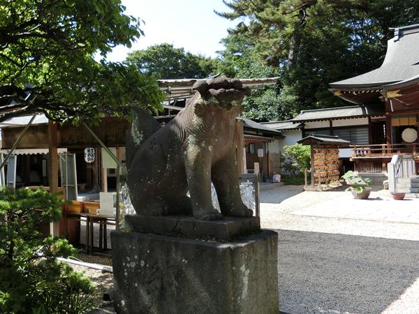 布多天神社の左の狛犬
