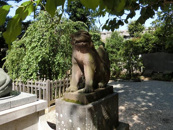 布多天神社の右の狛犬