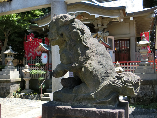 石川町諏訪神社の右の狛犬