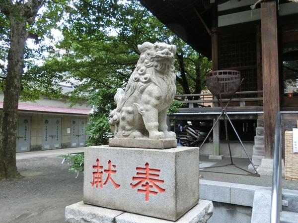 宇迦八幡宮の左の狛犬